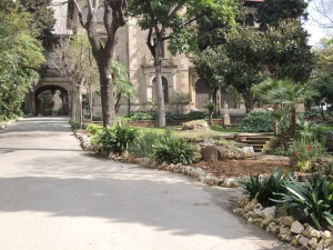 Clinica del doctor Talavera vista desde el jardín